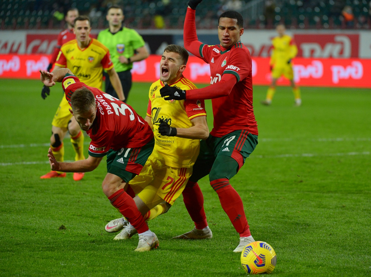 Тульский «Арсенал» проиграл в Москве «Локомотиву»