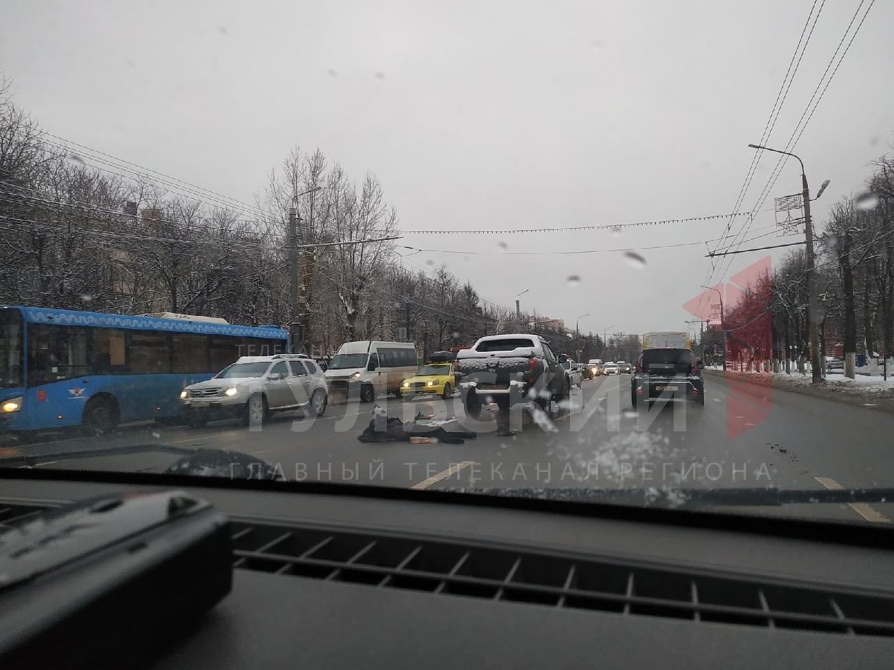В центре Тулы на проспекте Ленина сбили пешехода: видео