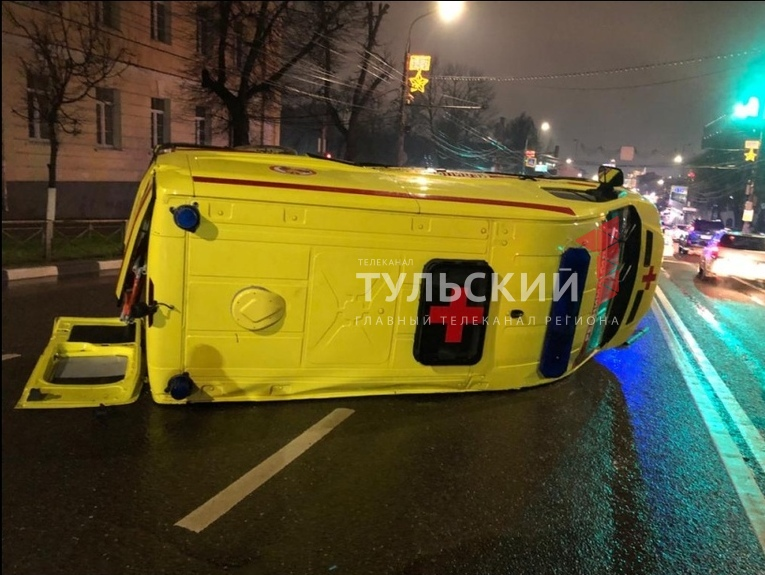 ДТП в центре Тулы с автомобилем реанимации попало на видео