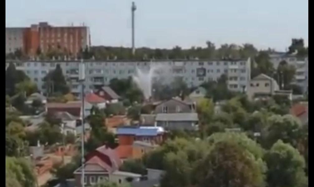 В Пролетарском районе Тулы забил фонтан кипятка