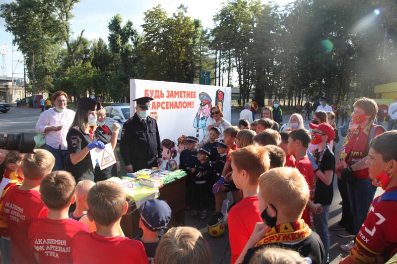 «Будь заметнее с Арсеналом»: юным тулякам напомнили о ПДД