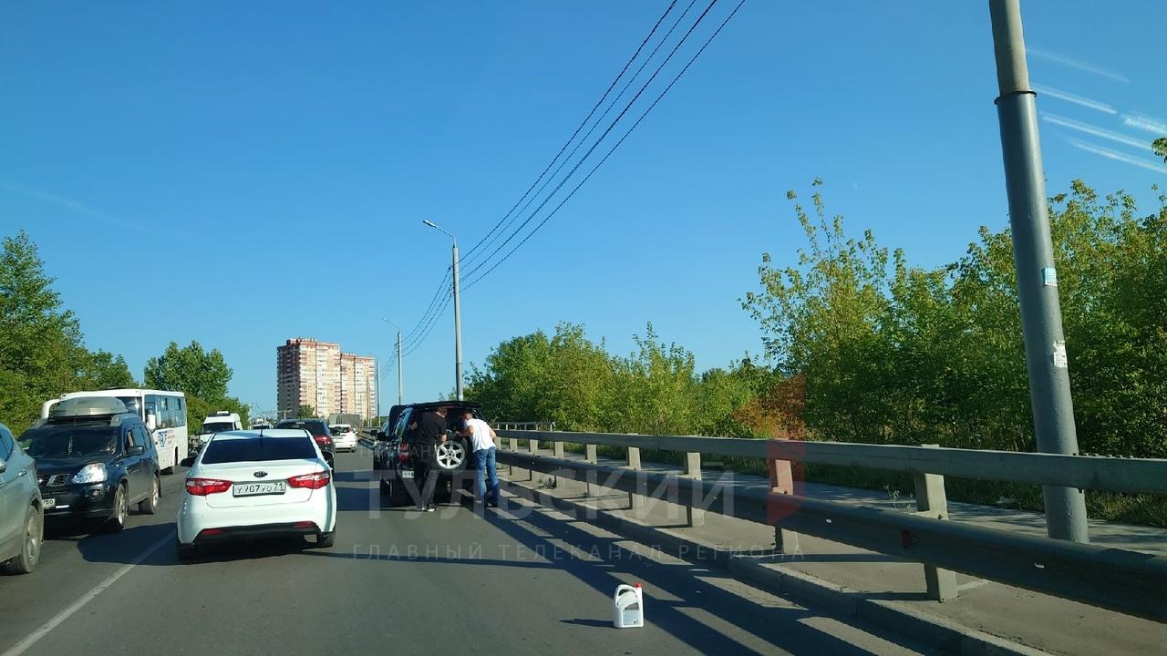 В Туле авария на Одоевском путепроводе спровоцировала пробку
