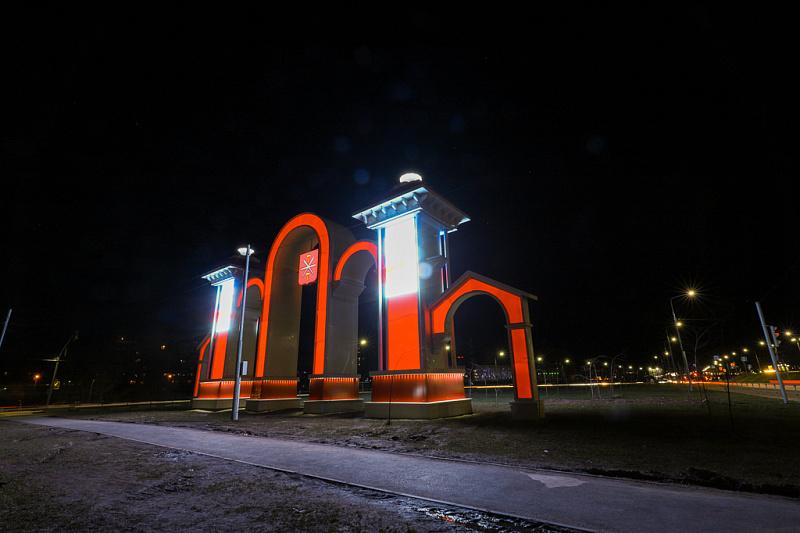 В Туле в цвета герба города оформили арку на улице Рязанской