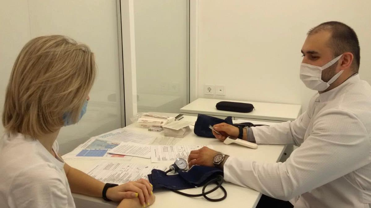 Жители Новомосковска могут сделать прививку от коронавируса в МФЦ