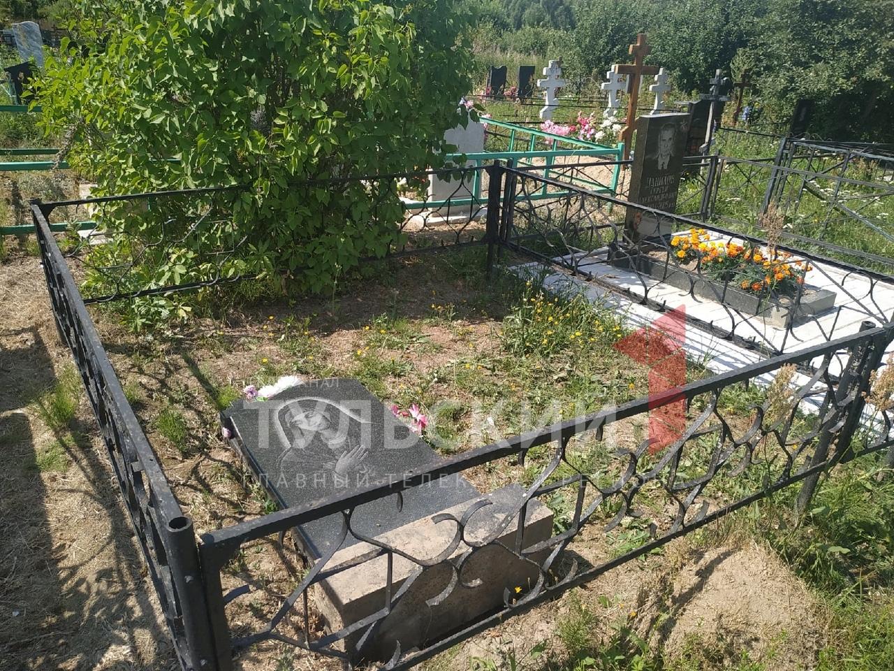 Ничего святого: в поселке Октябрьский под Тулой вандалы разгромили кладбище