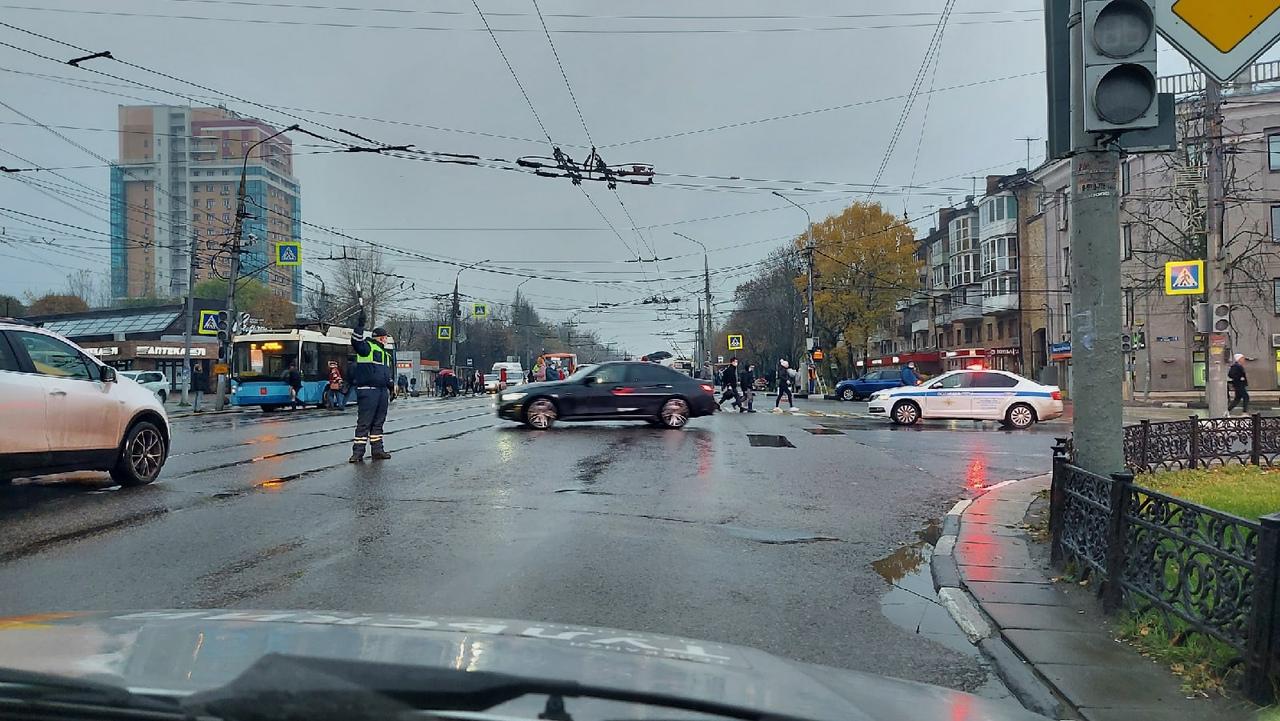 На перекрестке проспекта Ленина и улицы 9 Мая в Туле не работает светофор