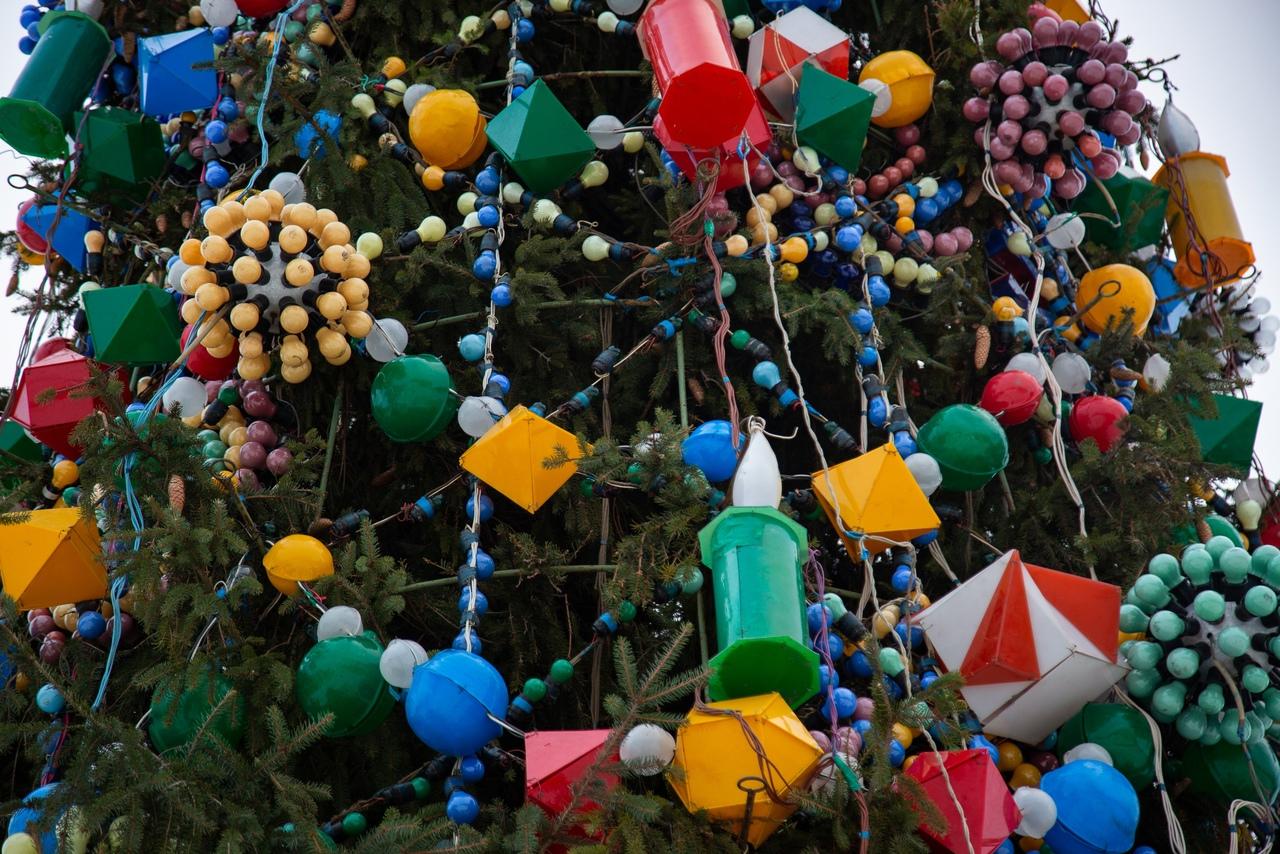 В Туле с новогодней елки украли 40 метров гирлянды