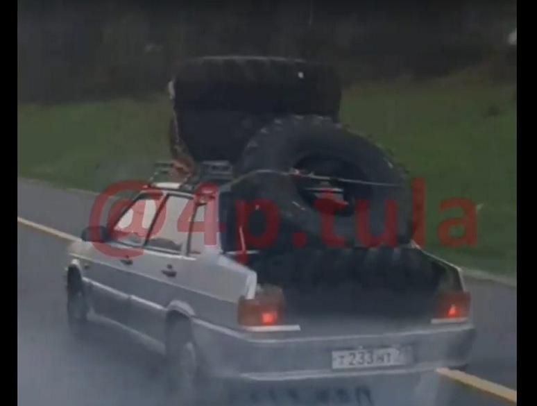 Туляки заметили на дороге автомобиль-тяжеловоз