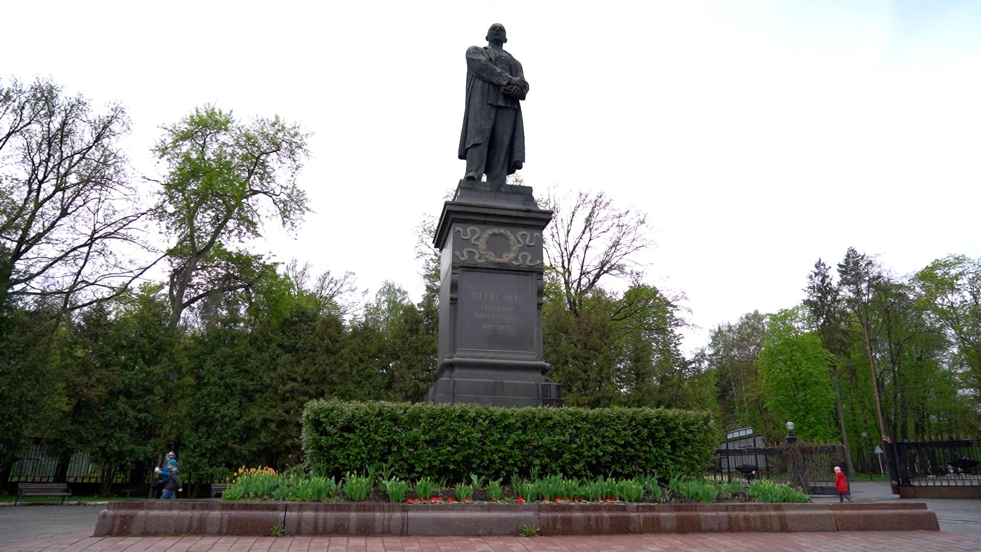 В Туле торжественно открыли монумент «Юным тулякам-оружейникам»