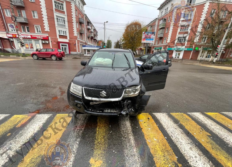 """На тульской трассе грузовик протаранил """"ГАЗель"""": есть пострадавшие"""