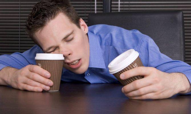 Ученые: недосыпание вызывает обжорство