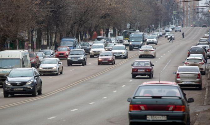 В Госдуме предложили штрафовать любителей телефонов за рулем