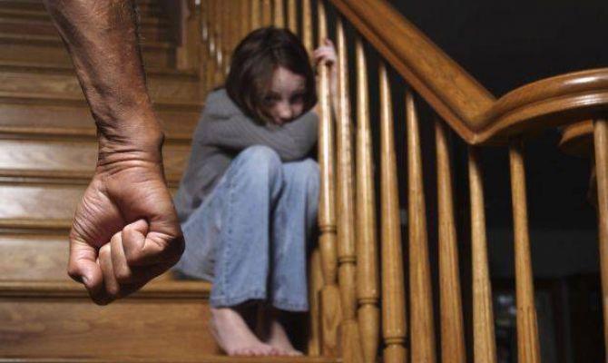 Напавший на полицейского туляк мог совершить сексуальные действия с 14-летней дочерью сожительницы