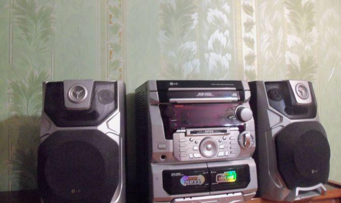 Вор-меломан из Новомосковска утащил чужой музыкальный центр и DVD-плеер