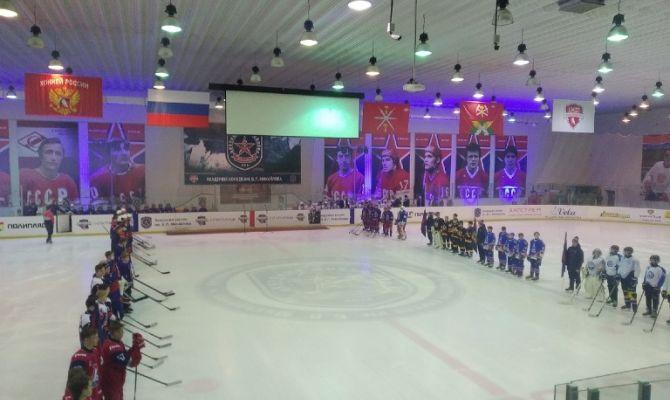Сборная Тульской области по хоккею борется за победу