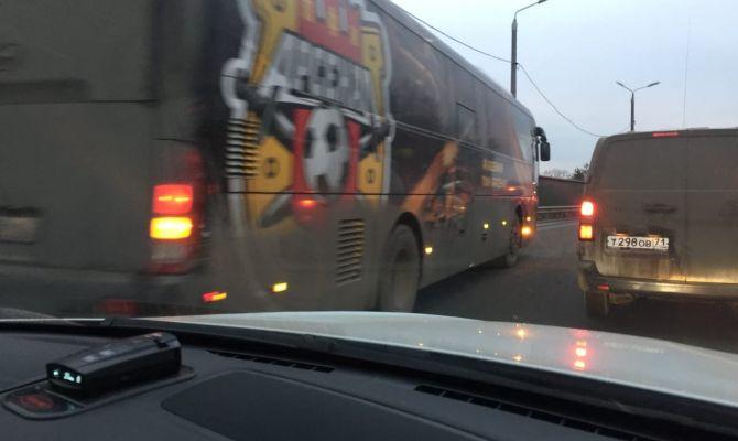 Автобус «Арсенала» попал в ДТП с фурой