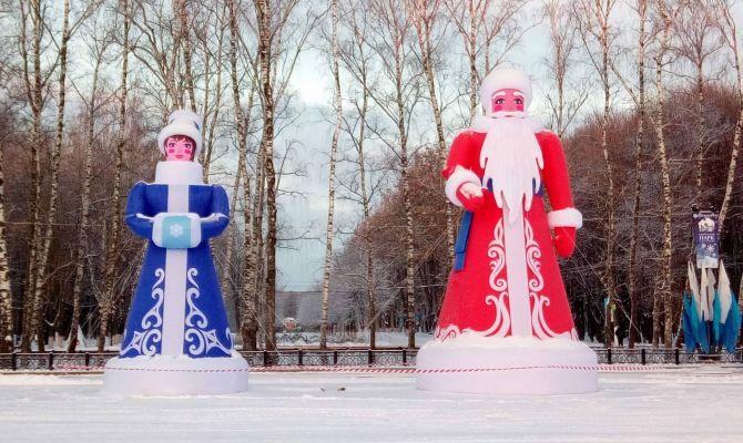 Дед Мороз и Снегурочка встречают посетителей Центрального парка Тулы