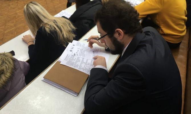 За парту со студентами: тульские депутаты написали тест
