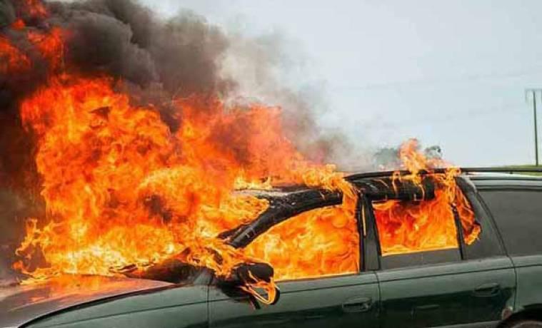 Туляк поджег забуксовавшую машину