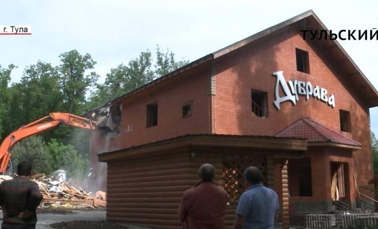 В Туле продолжается снос «Дубравы»: рабочие сломали основное здание комплекса. РЕПОРТАЖ