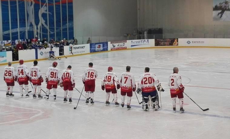 В Новомосковске на лед вышли легенды российского хоккея