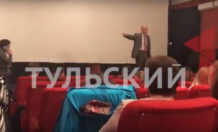 Актер Михаил Ножкин в Туле замахнулся стулом и сорвал овации