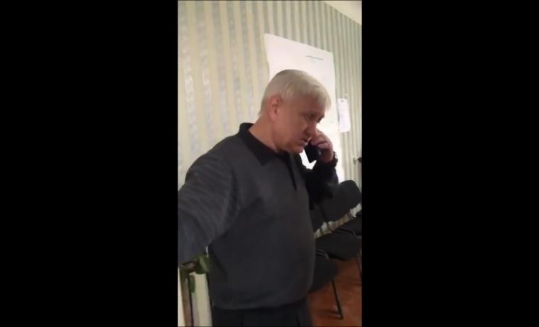 Скандал в Ясногорске: экс-чиновник грубо вытолкнул тулячку за дверь