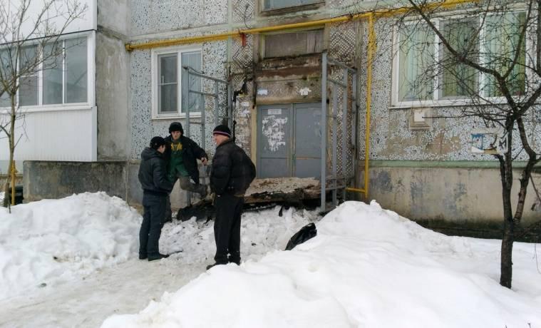 В Киреевске Тульской области обрушился козырек подъезда