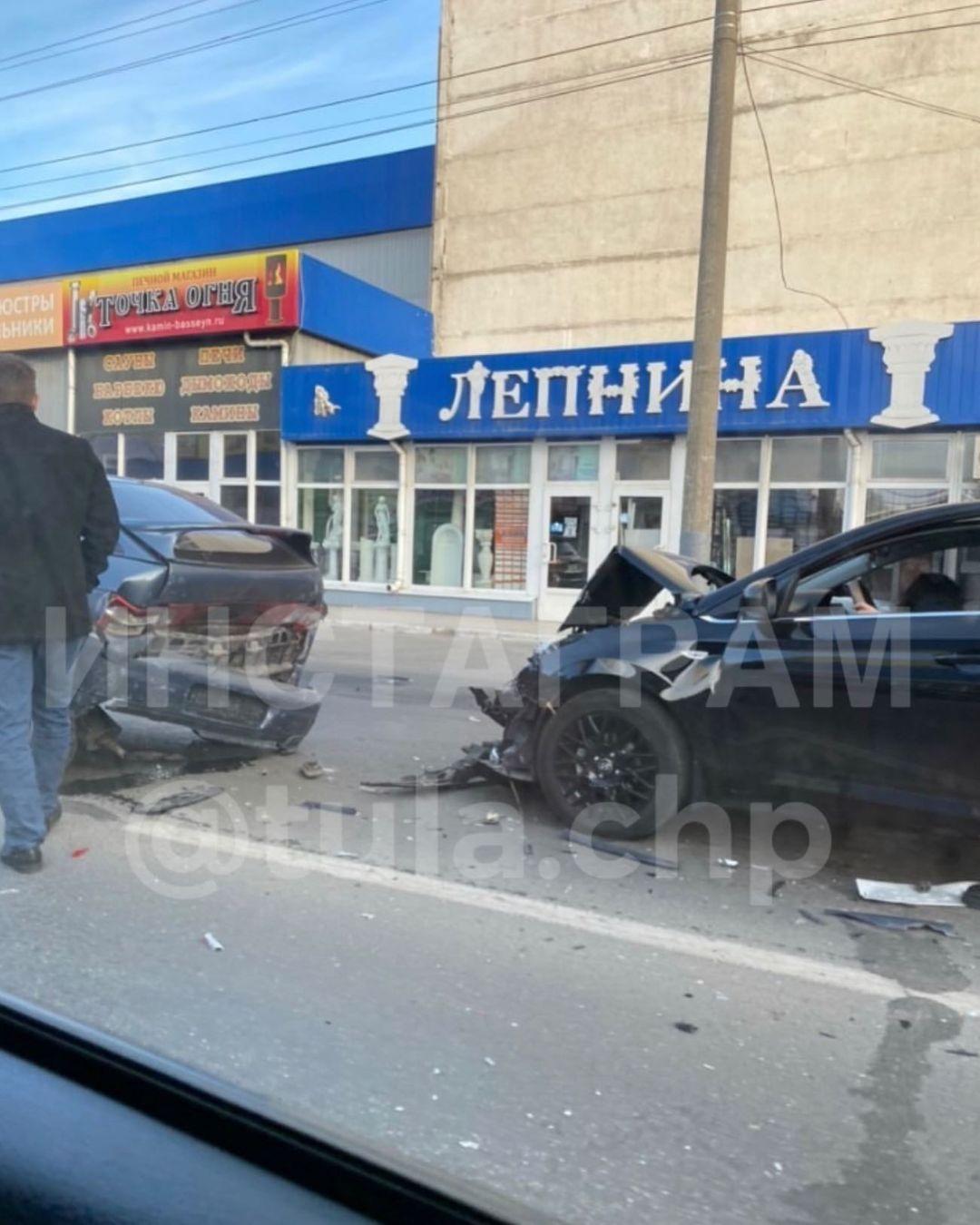 Утром в Туле на улице Мосина произошло тройное ДТП