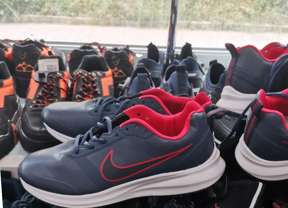 В Туле из магазина изъяли контрафактную спортивную одежду и обувь