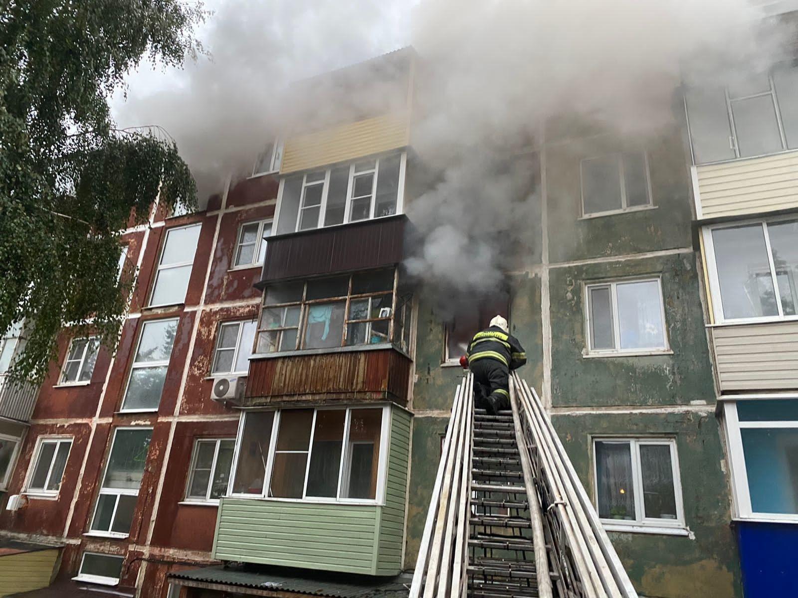 В Ефремове из горящего дома спасли 16 человек