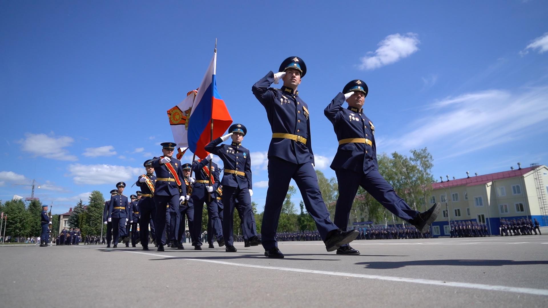 «Победить и выжить»: тульские десантники проходят полосу препятствий